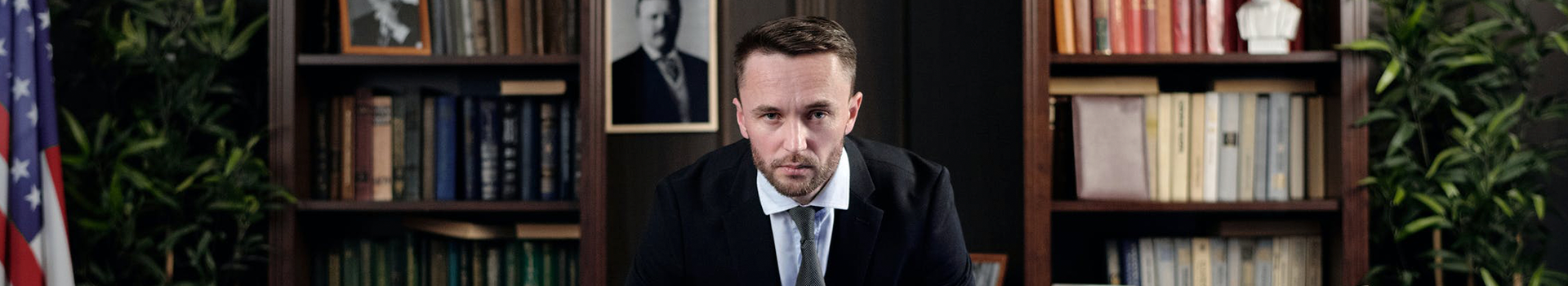 Главная картинка статьи Политтехнолог в России — кто это, зарплата и особенности профессии