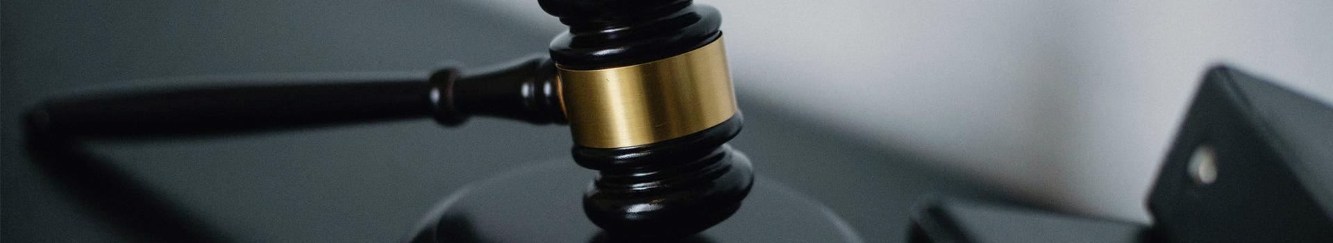Главная картинка статьи Как стать юристом? Какое образование нужно?