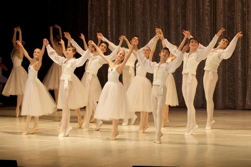 Красногорское хореографическое училище филиал Московского губернского колледжа искусств фото