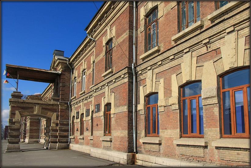 Владикавказское художественное училище имени Азанбека Джанаева фото