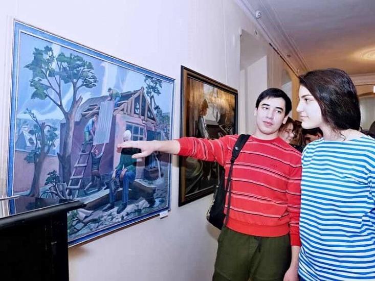 Владикавказское художественное училище имени Азанбека Джанаева фото 1